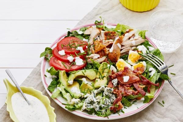 5 loại salad cực healthy thay cơm cho nàng giảm cân - Ảnh 1