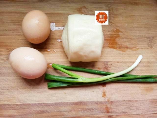 Mẹ chồng mắng mỏ vì con dâu chiên trứng với bánh bao, nào ngờ ăn xong lại đòi ăn nữa - Ảnh 1