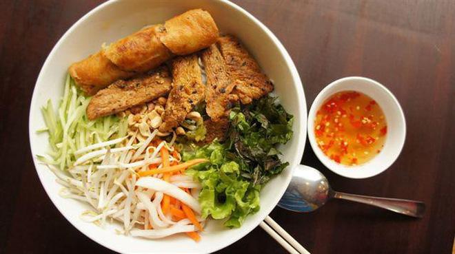 Quán bún thịt nướng có thâm niên trên 20 năm ở Sài Gòn - Ảnh 2