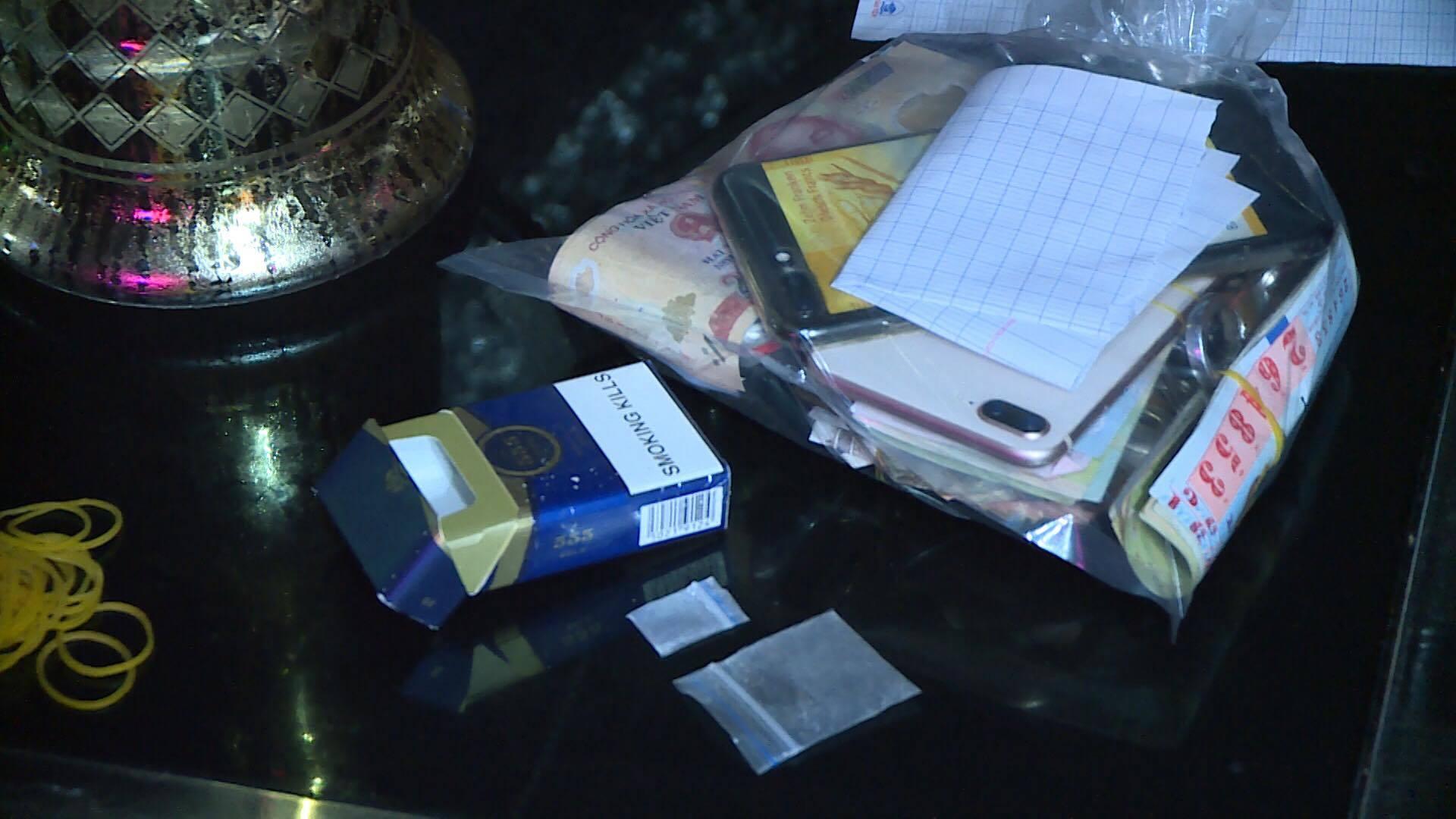 Phát hiện 7 dân chơi dùng ma túy trong quán karaoke lúc nửa đêm - Ảnh 2