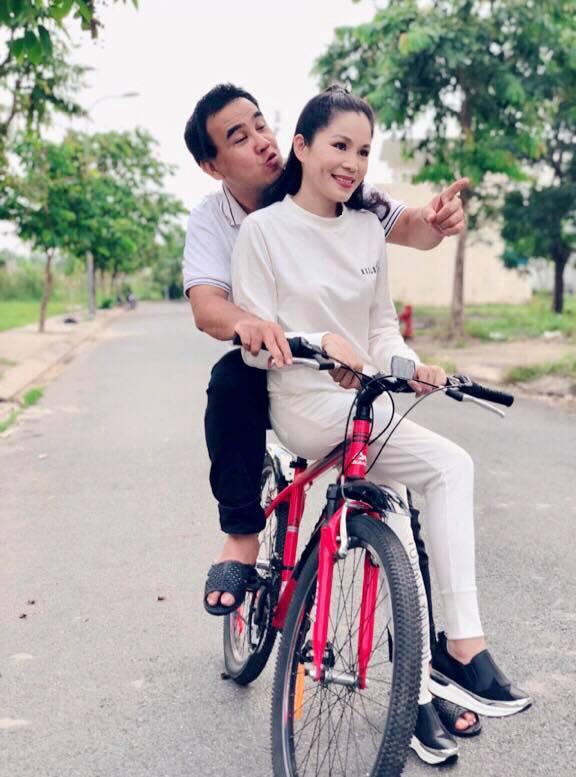 Phụ nữ mấy ai được như vợ Quyền Linh, gần 14 năm chung sống mà chồng vẫn 'cưng như trứng mỏng' - Ảnh 2