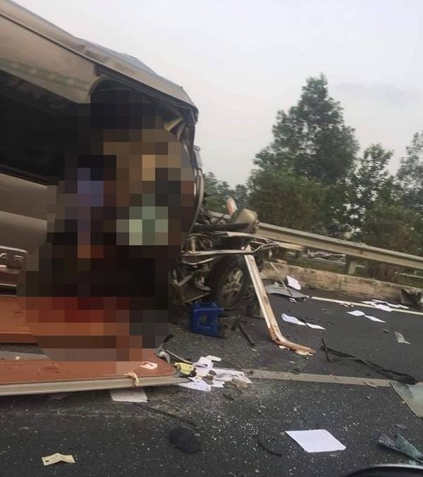 Vụ tai nạn xe khách 16 chỗ trên cao tốc Pháp Vân - Cầu Giẽ: 1 bác sĩ và cán bộ công an tử nạn - Ảnh 1