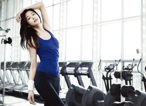 Tập thể dục đều đặn nhưng cân nặng mãi chẳng chịu giảm, bạn đã mắc những sai lầm này khi chọn áo thể thao - Ảnh 3