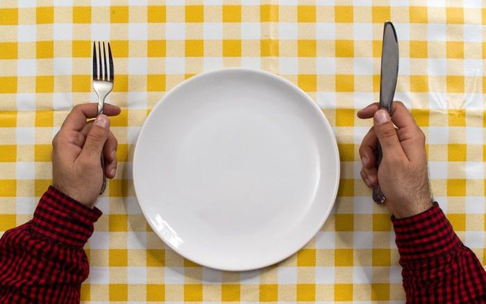 Những cách giảm cân phản khoa học, thậm chí còn gây tổn hại sức khỏe nghiêm trọng - Ảnh 1