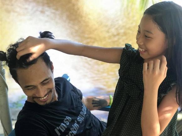 Trong lúc chơi đùa cùng con, Phạm Anh Khoa dạy con cách phản kháng khi bị kẻ xấu sàm sỡ - Ảnh 4