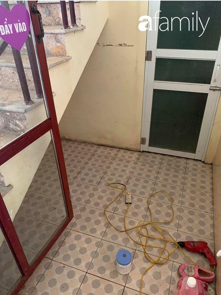 Tận dụng thời gian ở nhà dài ngày, mẹ đảm Ninh Bình tranh thủ cải tạo gầm cầu thang với chi phí 4,3 triệu đồng - Ảnh 1