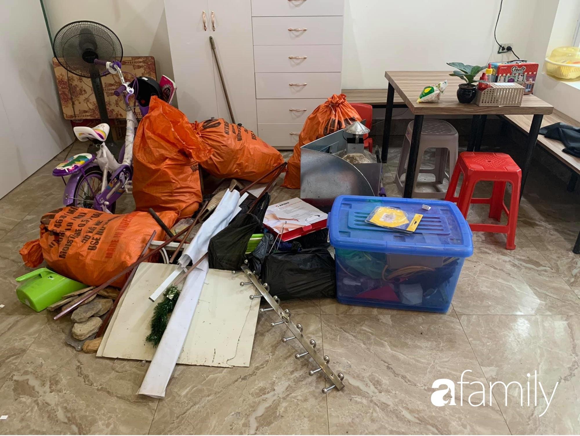 Tận dụng thời gian ở nhà dài ngày, mẹ đảm Ninh Bình tranh thủ cải tạo gầm cầu thang với chi phí 4,3 triệu đồng - Ảnh 3