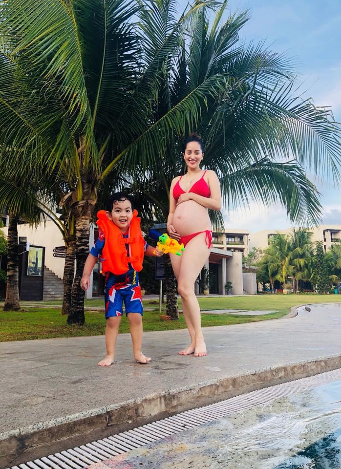 Ở tháng thứ 8 của thai kỳ, Khánh Thi khiến dân tình đỏ mặt khi diện bikini 2 mảnh khoe bụng bầu to tướng - Ảnh 5