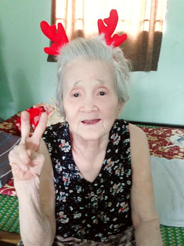 Tạm biệt bà ngoại 'xì-tin' nhất Việt Nam, nơi thiên đàng ngoại hãy cứ mỉm cười như thế nhé! - Ảnh 3