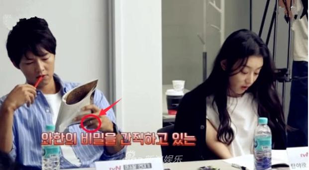 Song Joong Ki đeo nhẫn cưới trở lại, xóa tan tin đồn hôn nhân rạn nứt - Ảnh 2