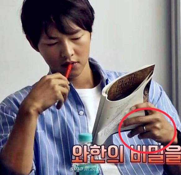 Song Joong Ki đeo nhẫn cưới trở lại, xóa tan tin đồn hôn nhân rạn nứt - Ảnh 3