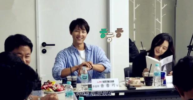 Song Joong Ki đeo nhẫn cưới trở lại, xóa tan tin đồn hôn nhân rạn nứt - Ảnh 4