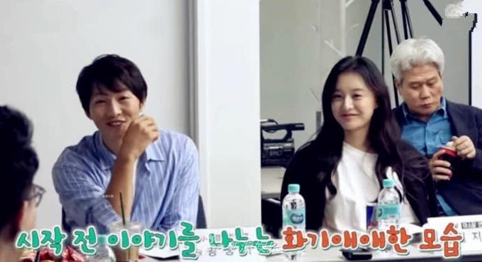 Song Joong Ki đeo nhẫn cưới trở lại, xóa tan tin đồn hôn nhân rạn nứt - Ảnh 6