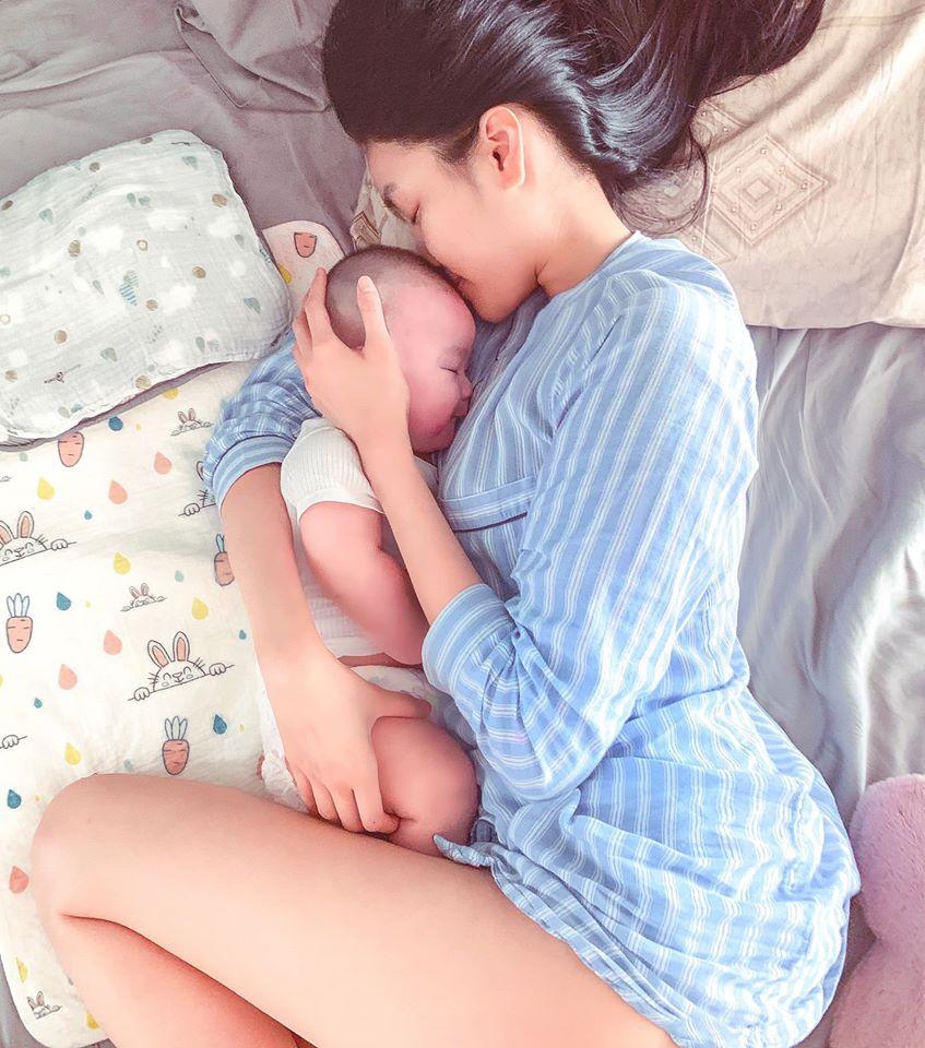 Lan Khuê phấn khích khoe con trai mới hơn 5 tháng tuổi đã biết gọi tiếng mẹ đầu tiên - Ảnh 2