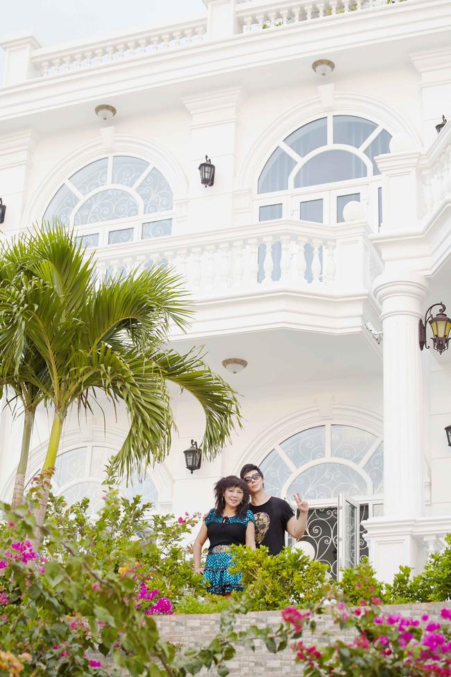 Nathan Lee khoe mẹ trẻ đẹp và biệt thự siêu sang chảnh giá hơn 600 tỷ đồng - Ảnh 9