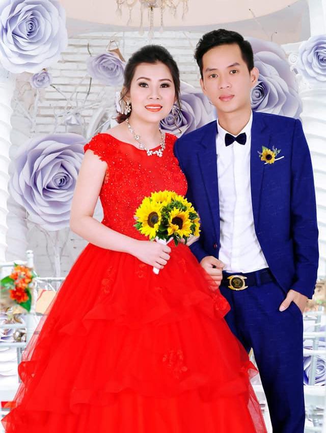 Cô dâu trẻ tuổi 20 nhắm mắt đưa mặt cho chuyên viên trang điểm, mở mắt ra bỗng hóa bà cô già U40 - Ảnh 2