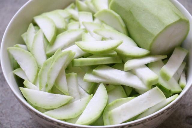 Hãy tận dụng quả bầu khi ăn để làm thuốc chữa những bệnh thường gặp vào mùa hè - Ảnh 2