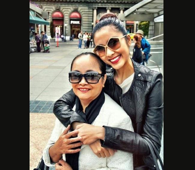 Mẹ ruột Tăng Thanh Hà đẹp sang trọng khi xuất hiện cùng cô con gái nổi tiếng - Ảnh 2