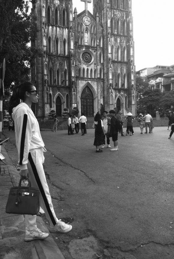 Giữa tin đồn nhập viện và khoá Facebook, Phạm Hương xuất hiện rạng rỡ tại Hà Nội - Ảnh 3