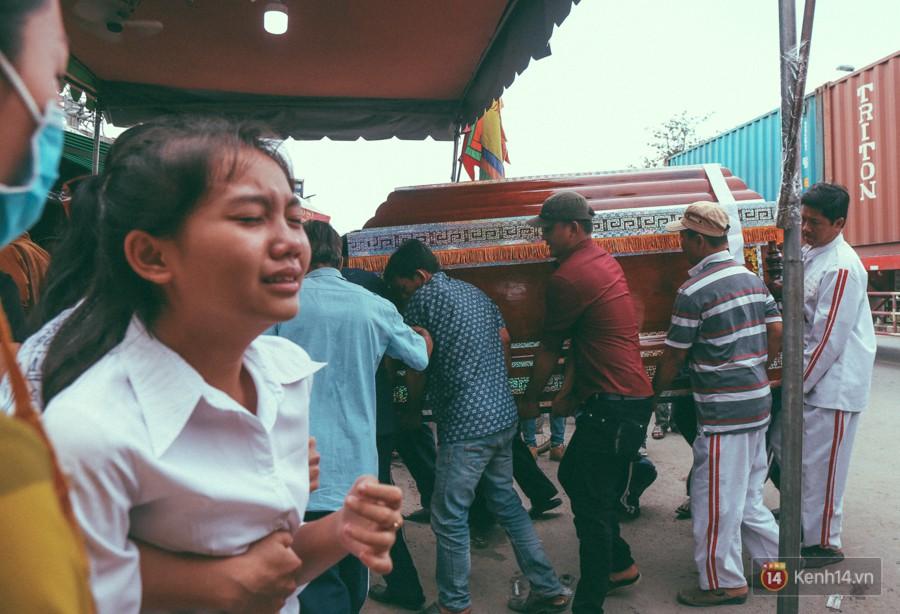Vụ cô gái bị bạn trai cũ phân xác ở Sài Gòn: Chồng sắp cưới không đứng vững, liên tục gào khóc gọi tên người yêu trong tuyệt vọng - Ảnh 4