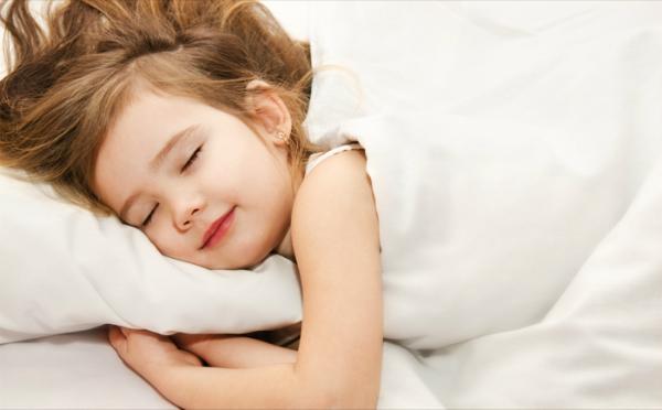 Buổi tối mẹ cho bé đi ngủ vào giờ này: Trẻ sẽ ngày càng thông minh, lớn nhanh chân dài hơn bạn cùng lứa - Ảnh 1