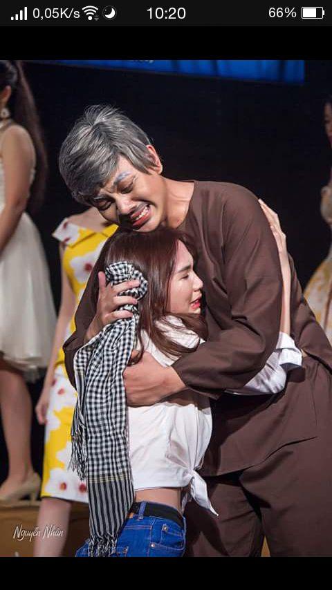 Clip Ngọc Trinh quỳ gối, khóc hết nước mắt vì gia đình nghèo, không có tiền chữa bệnh cho mẹ - Ảnh 3