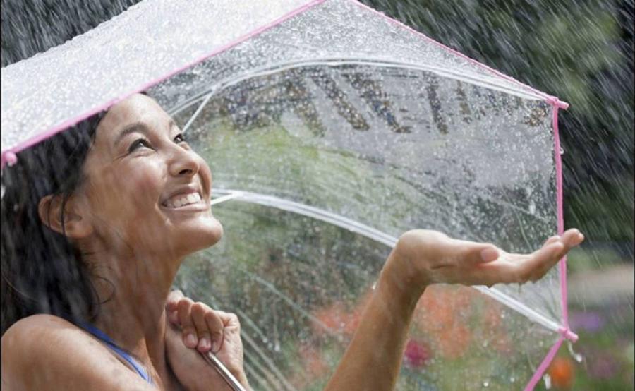 Những thói quen sai lầm khi chăm sóc da vào mùa mưa khiến da ngày càng tệ đi - Ảnh 3