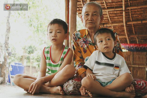 Bố mất, mẹ lặng lẽ bỏ đi khiến 2 đứa trẻ côi cút, đói ăn bên bà nội già yếu: 'Sao con không có bố mẹ như mấy bạn vậy nội' - Ảnh 7