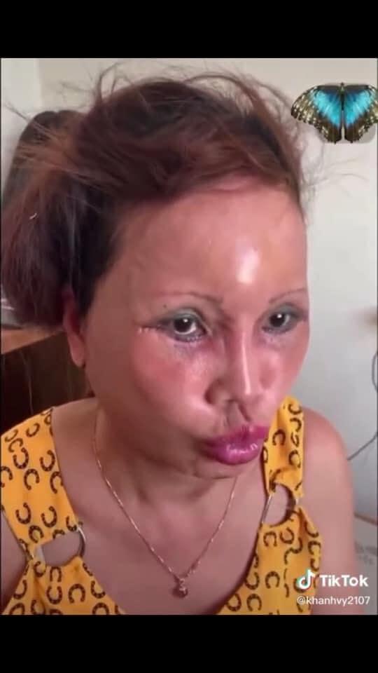 Cô dâu 63 tuổi Cao Bằng mặt băng kín mít, miệng méo xệch ngồi cạnh chồng trẻ khiến dân mạng vừa giận vừa thương - Ảnh 2