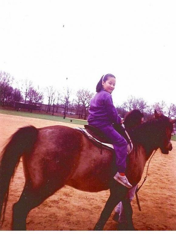 Hé lộ loạt ảnh hiếm lúc nhỏ của Hoa hậu Ngô Phương Lan - Ảnh 6