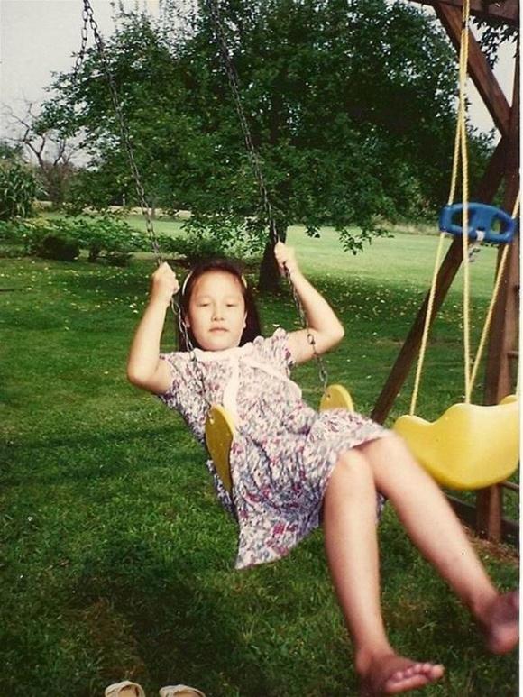 Hé lộ loạt ảnh hiếm lúc nhỏ của Hoa hậu Ngô Phương Lan - Ảnh 9