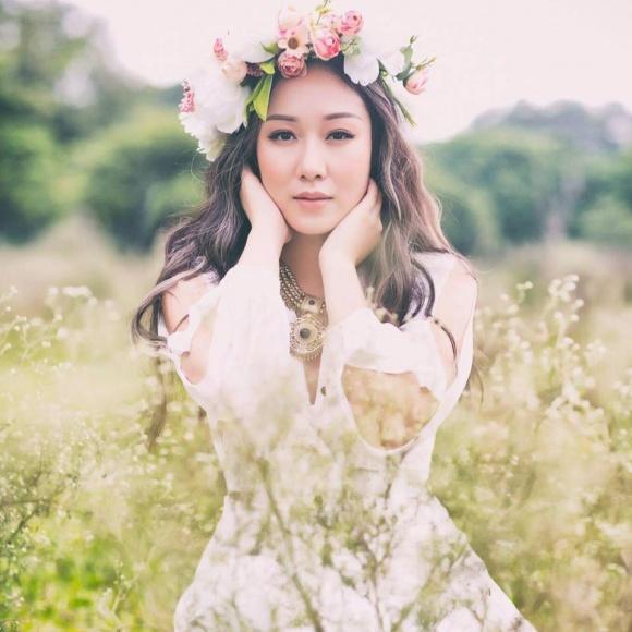 Hé lộ loạt ảnh hiếm lúc nhỏ của Hoa hậu Ngô Phương Lan - Ảnh 10