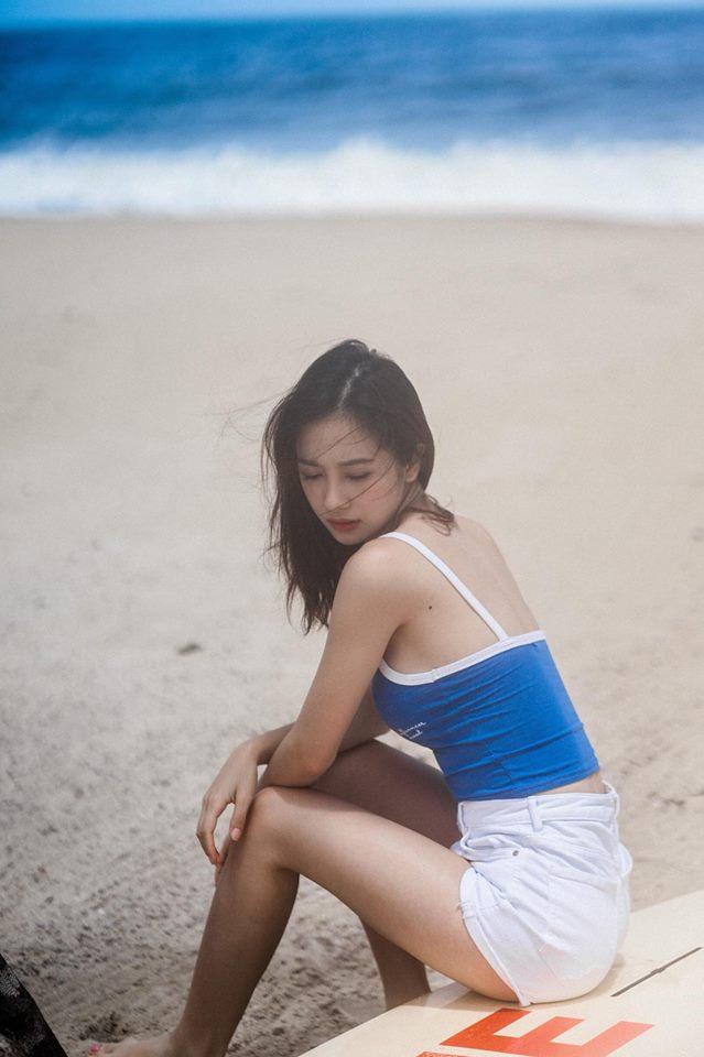 Jun Vũ khoe ngực đầy trong bộ ảnh 'đẹp miễn chê' ở Phú Quốc - Ảnh 1