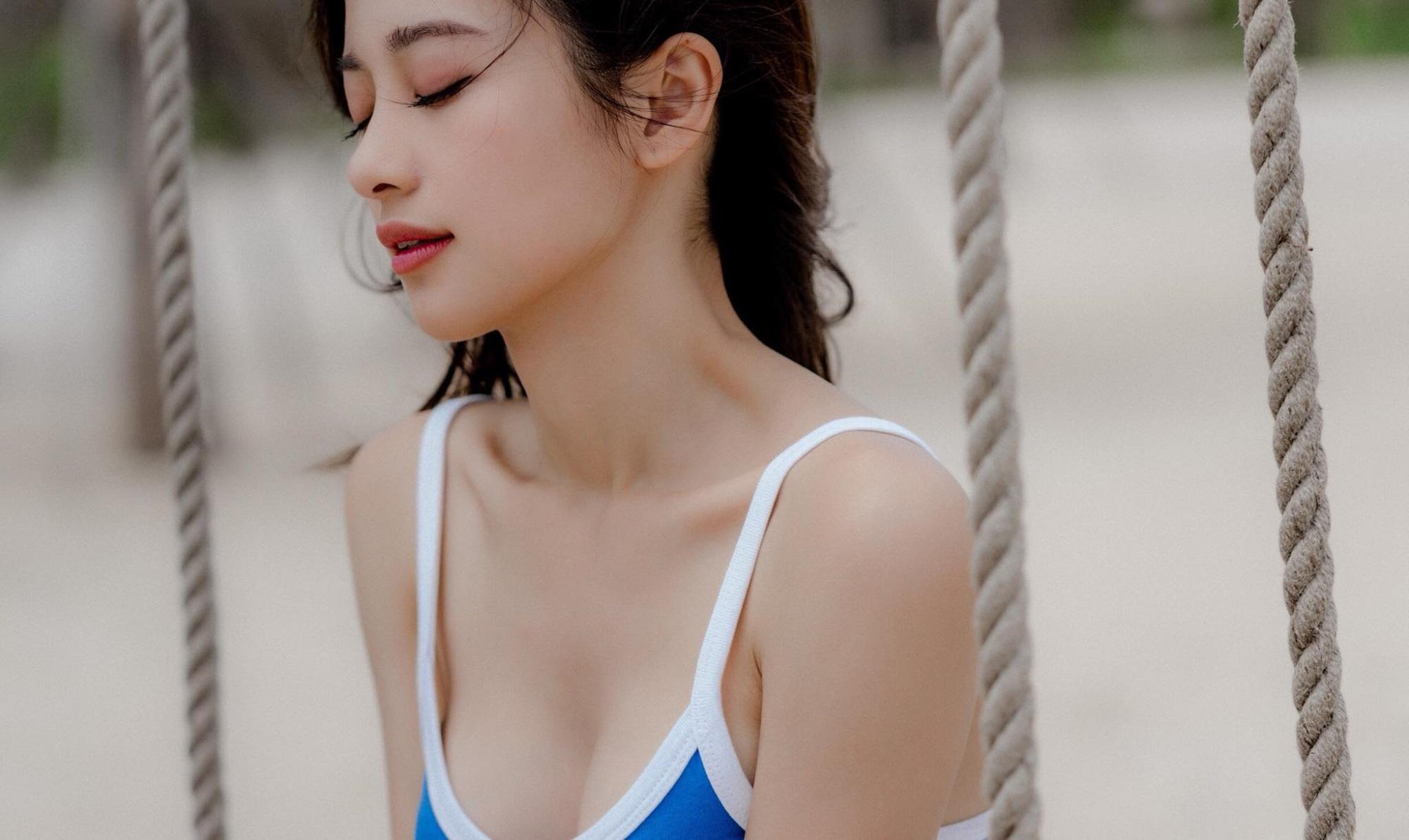 Jun Vũ khoe ngực đầy trong bộ ảnh 'đẹp miễn chê' ở Phú Quốc - Ảnh 2
