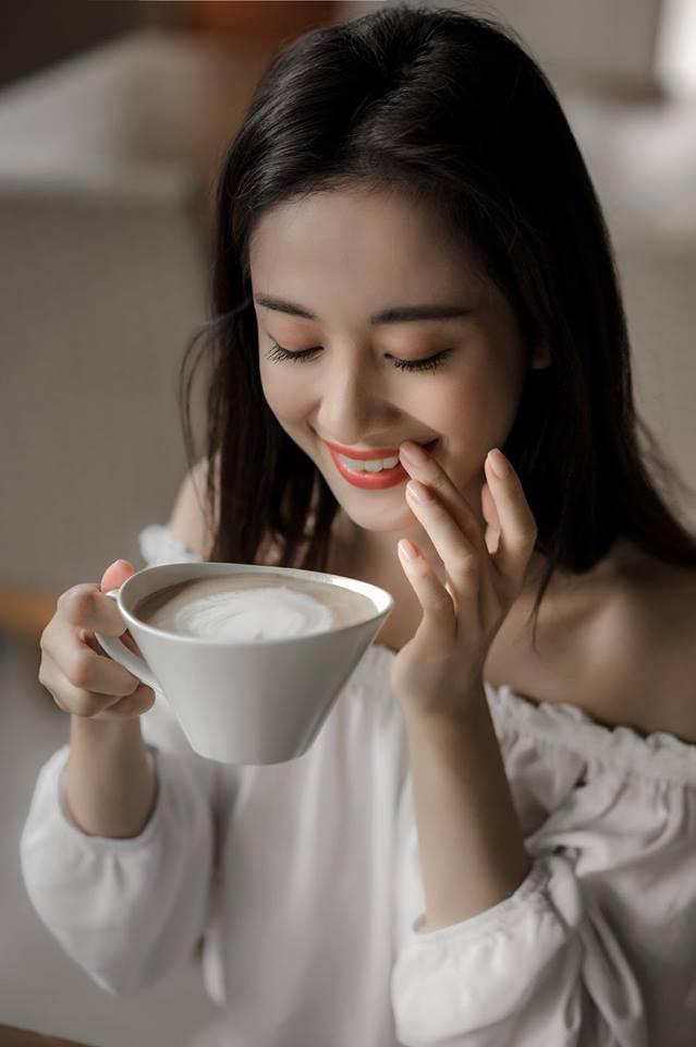 Jun Vũ khoe ngực đầy trong bộ ảnh 'đẹp miễn chê' ở Phú Quốc - Ảnh 7