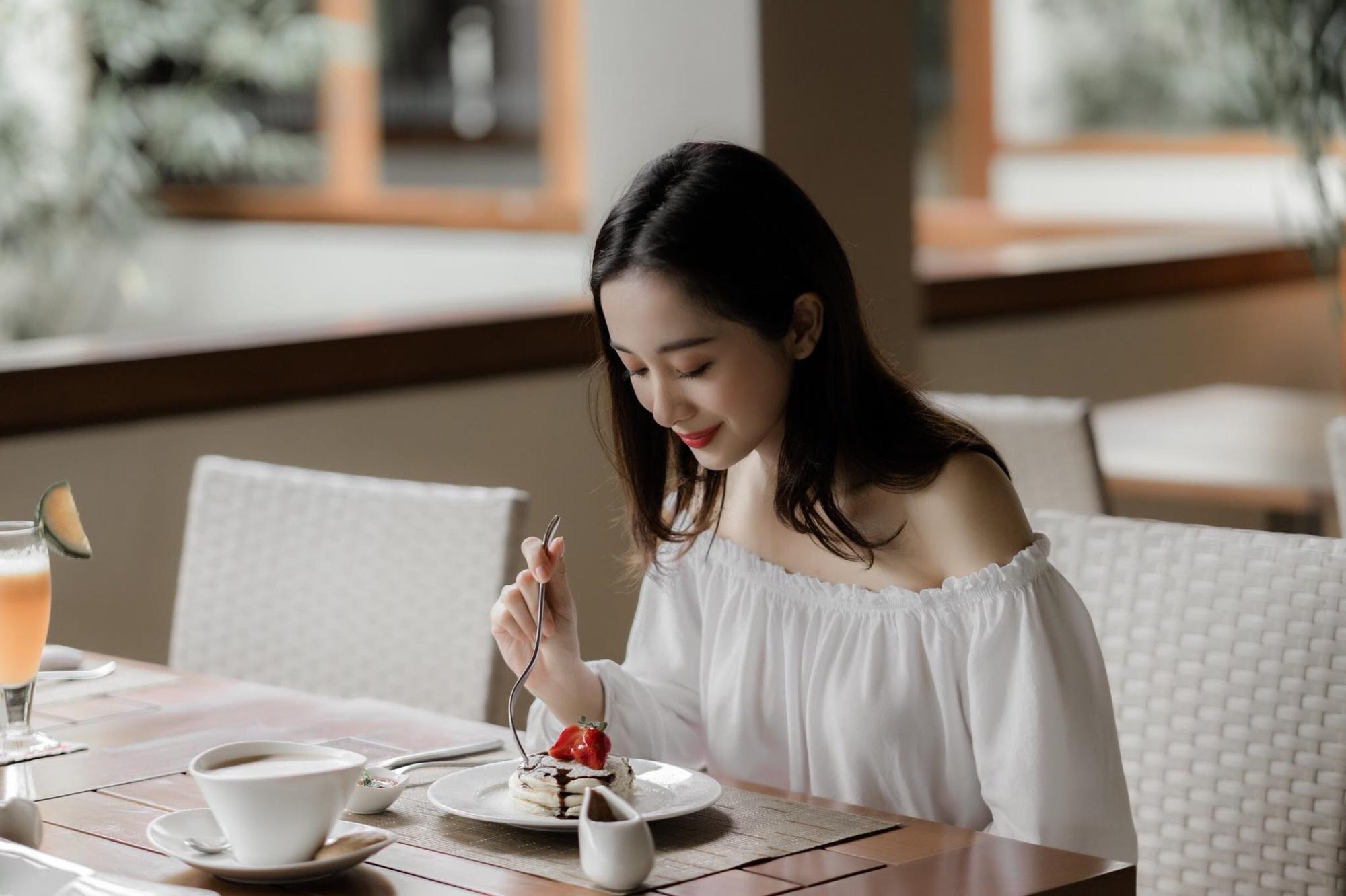 Jun Vũ khoe ngực đầy trong bộ ảnh 'đẹp miễn chê' ở Phú Quốc - Ảnh 8