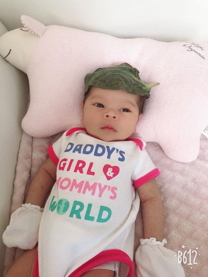 Chỉ 2 tuần sau sinh, con gái Thanh Thảo đã làm được điều này khiến ba mẹ mừng hơn nhặt được vàng - Ảnh 4