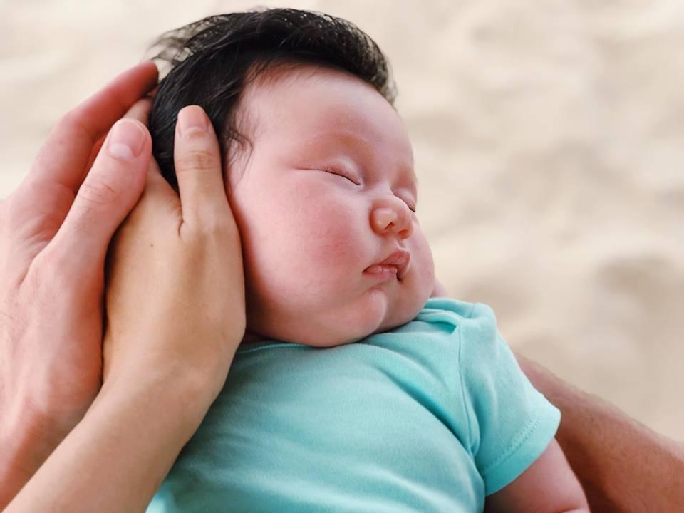 Mới chào đời hơn 1 tháng, con gái Hà Anh đã được cùng bố mẹ làm điều đặc biệt này - Ảnh 3