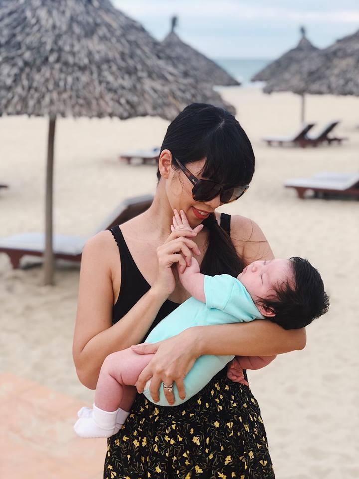 Mới chào đời hơn 1 tháng, con gái Hà Anh đã được cùng bố mẹ làm điều đặc biệt này - Ảnh 5