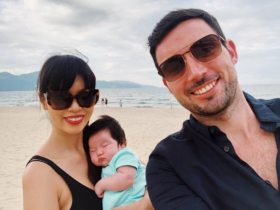 Mới chào đời hơn 1 tháng, con gái Hà Anh đã được cùng bố mẹ làm điều đặc biệt này - Ảnh 6