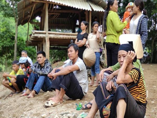 2 ngày sau trận lũ quét kinh hoàng, bản Sa Ná vẫn đang bị chia cắt, 12 người mất tích chưa được tìm thấy - Ảnh 1