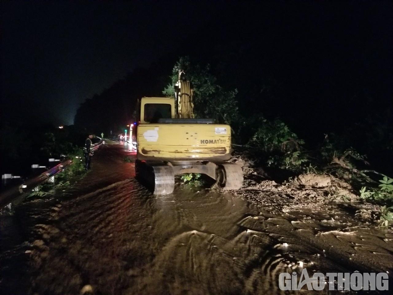 Mưa lũ khiến 1 người chết, hàng trăm ngôi nhà ở Sơn La bị ngập sâu - Ảnh 2