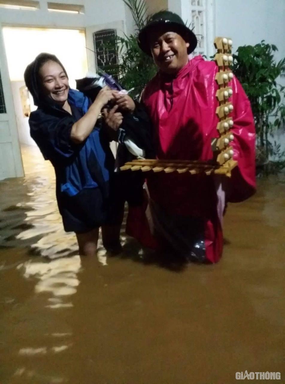 Mưa lũ khiến 1 người chết, hàng trăm ngôi nhà ở Sơn La bị ngập sâu - Ảnh 4