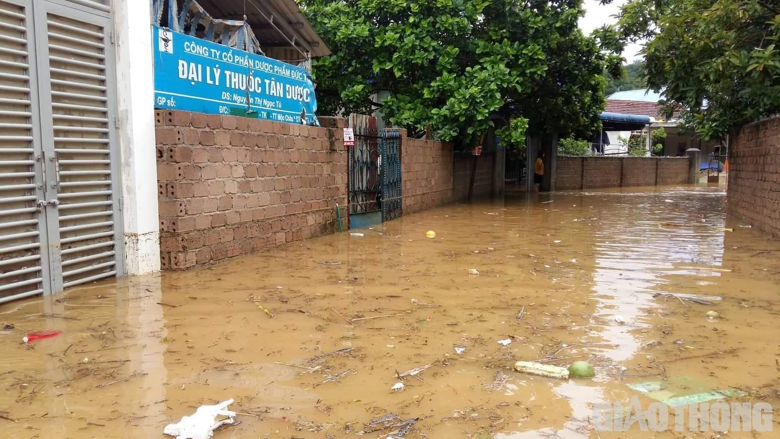 Mưa lũ khiến 1 người chết, hàng trăm ngôi nhà ở Sơn La bị ngập sâu - Ảnh 5