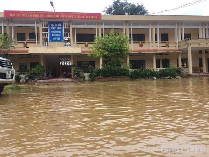 Mưa lũ khiến 1 người chết, hàng trăm ngôi nhà ở Sơn La bị ngập sâu - Ảnh 7