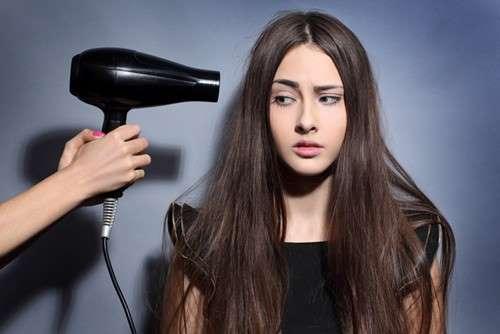 Sấy mà không chú ý đến các thói quen sau, chắc chắn tóc sẽ ngày càng xơ rụng - Ảnh 1