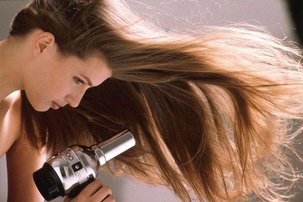 Sấy mà không chú ý đến các thói quen sau, chắc chắn tóc sẽ ngày càng xơ rụng - Ảnh 3