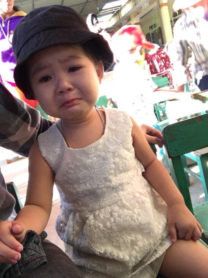 Chùm ảnh: Giọt nước mắt bỡ ngỡ và những biểu cảm khó đỡ của các em nhỏ trong ngày khai giảng - Ảnh 3
