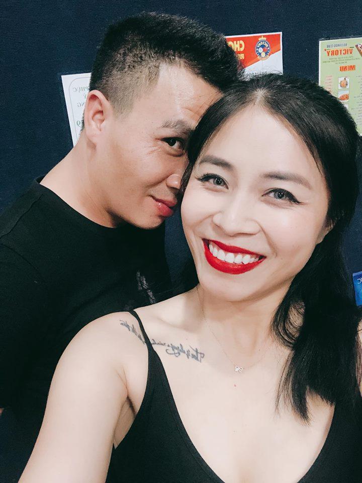 MC 'Chúng tôi là chiến sĩ' xinh đẹp, gợi cảm bên chồng điển trai - Ảnh 8