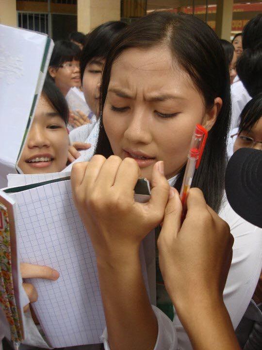 Ngọc Lan đăng ảnh diện áo dài nhân ngày tựu trường, cư dân mạng lại dòm ngó đến chi tiết cực hài khác - Ảnh 5